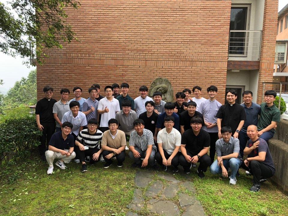 신학생하계연수단체사진.jpg